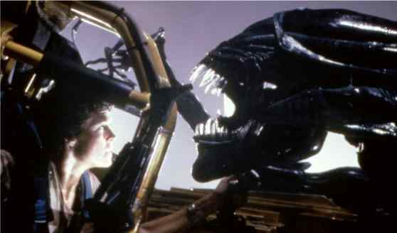 Sigourney weaver and the alien in the movie directed by Ripley Scott, Alien.