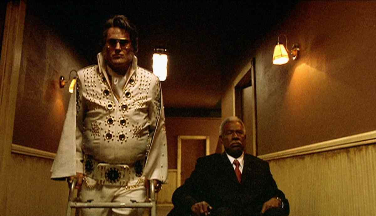 Elvis (Bruce Campbell) and Jack (Ossie Davis) in Don Coscarelli's Bubba Ho-Tep.
