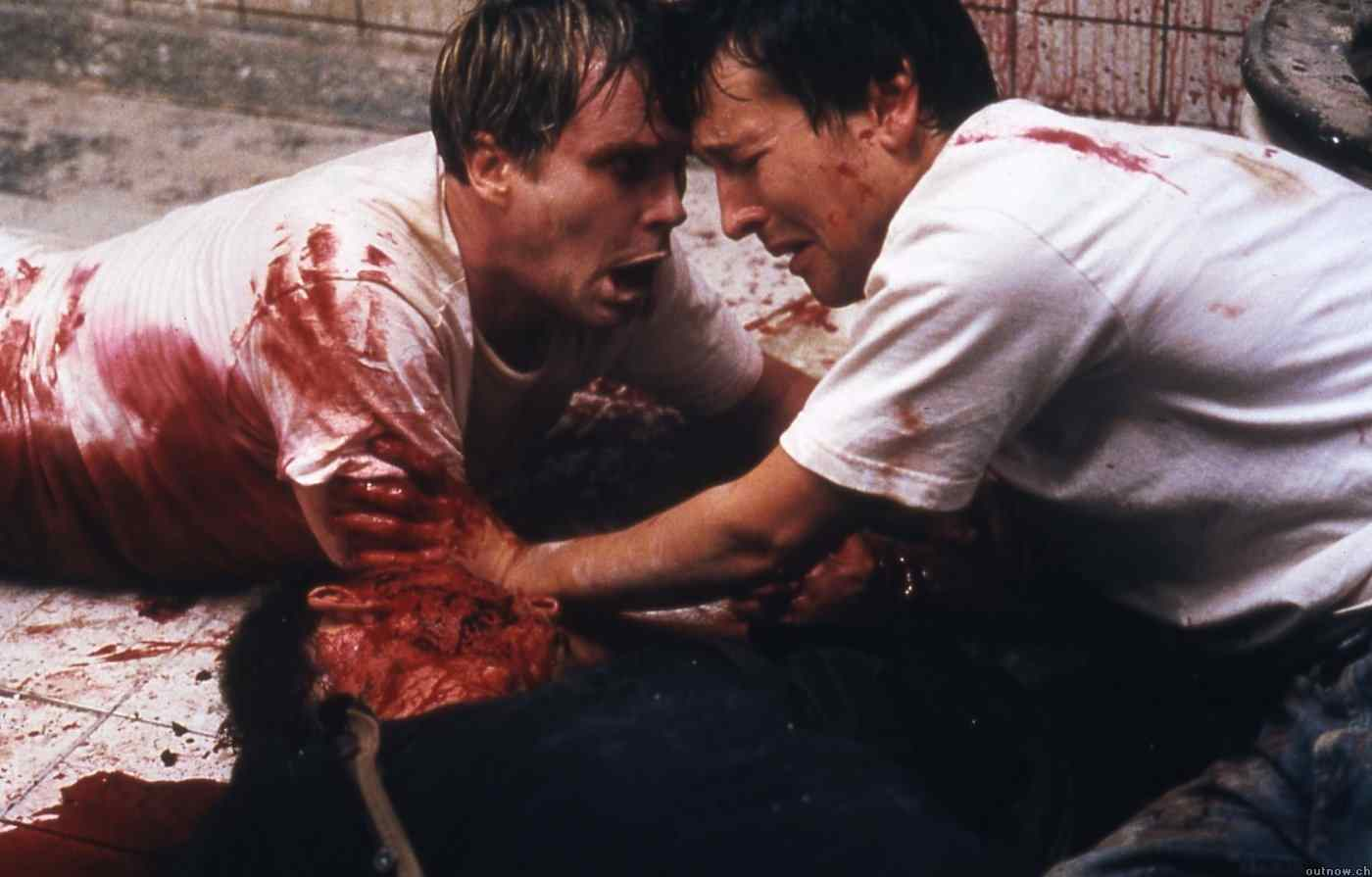 A photo of Leigh Whannell and Cary Elwes in James Wan's Saw.