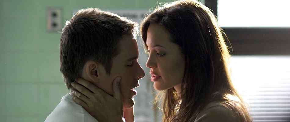 Angelina Jolie and Ethan Hawke in Taking Lives