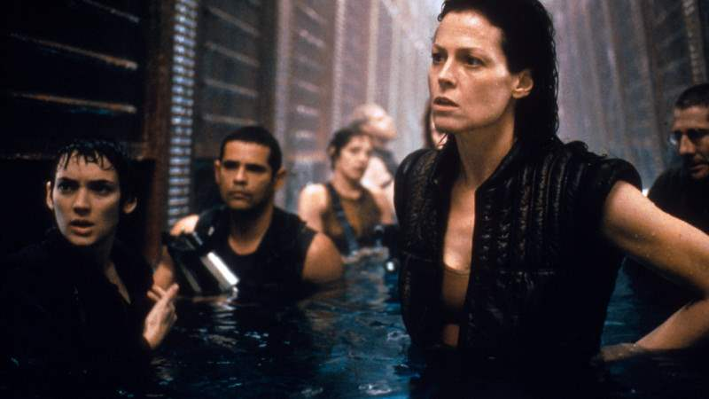 alien-resurrection-crew-water-sigourney-weaver