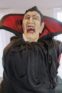 dracula movie themed cake.