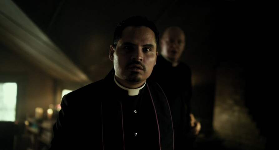 Michael Peña in The Vatican Tapes 2