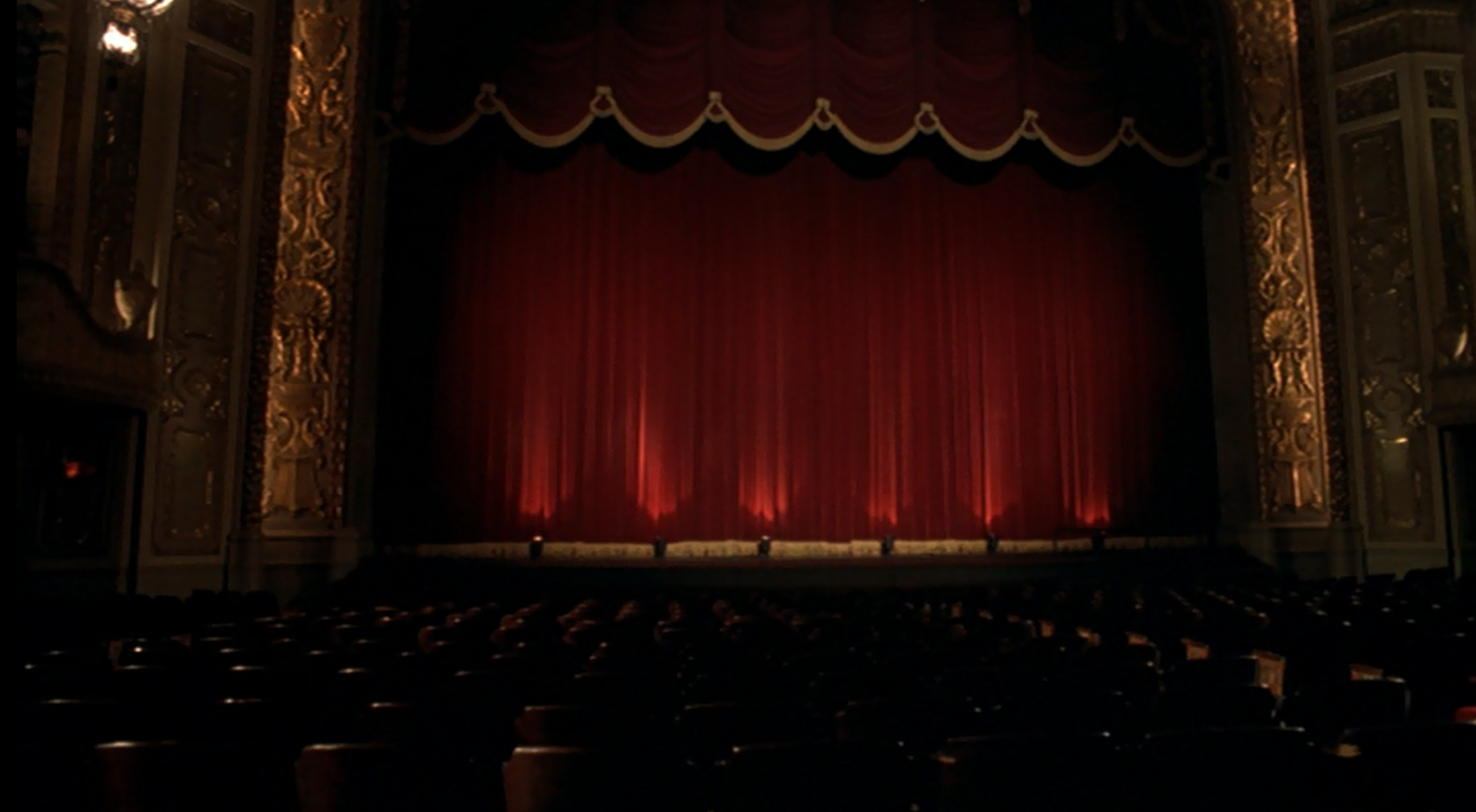 wide shot of the movie theater in Stir of Echoes