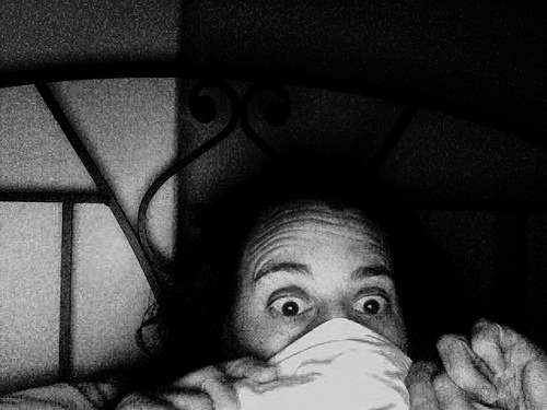 scary-bed-fightened-woman-Clinophobia