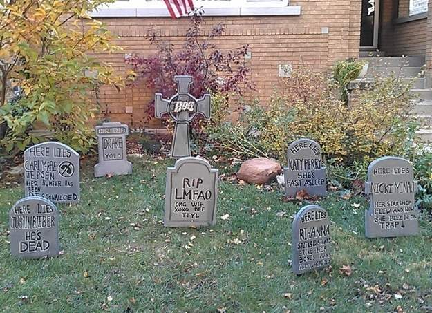 Cemetry Halloween horror house.