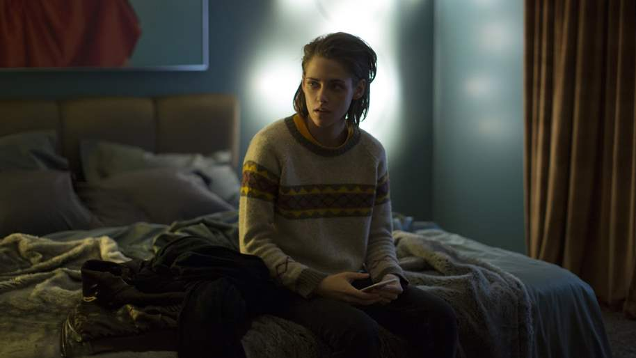 Kristen Stewart in Personal Shopper bedroom