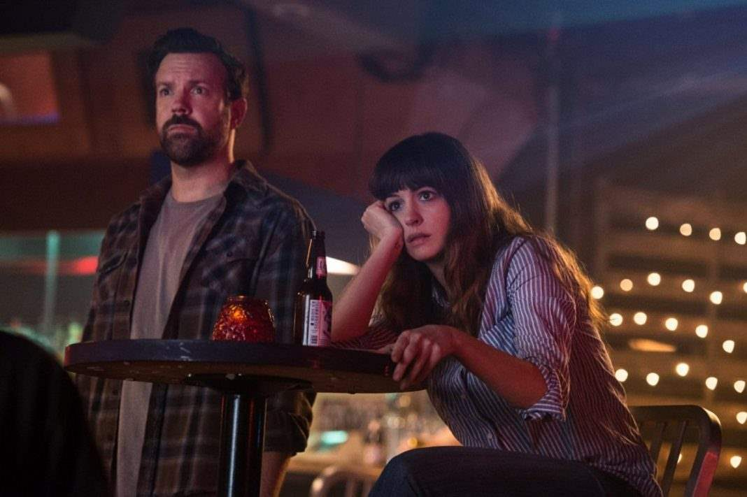 Jason Sudeikis and Anne Hathway in Colossal 3