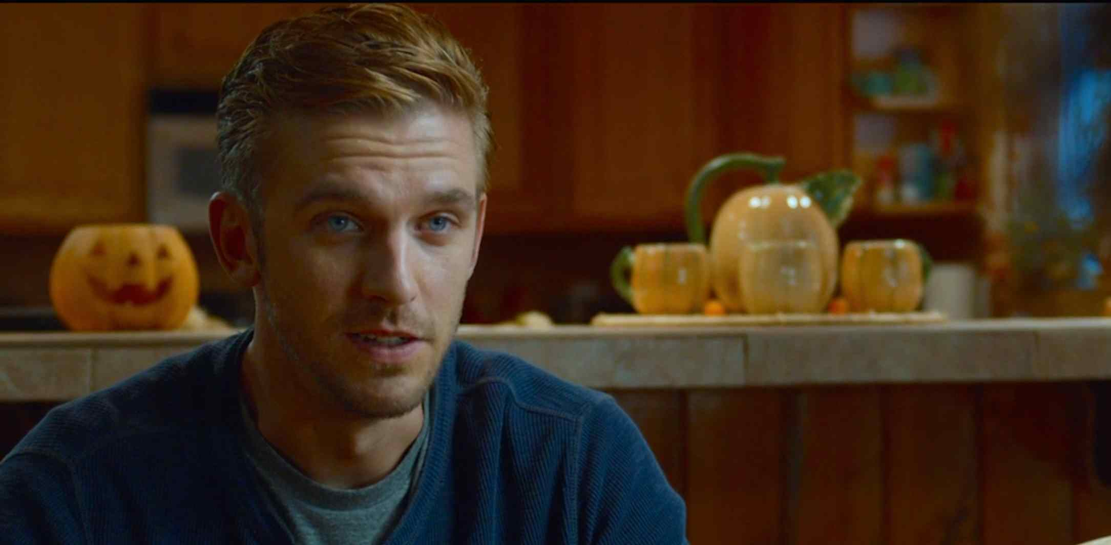David (Dan Stevens) meeting The Peterson's in Adam Wingard's The Guest.