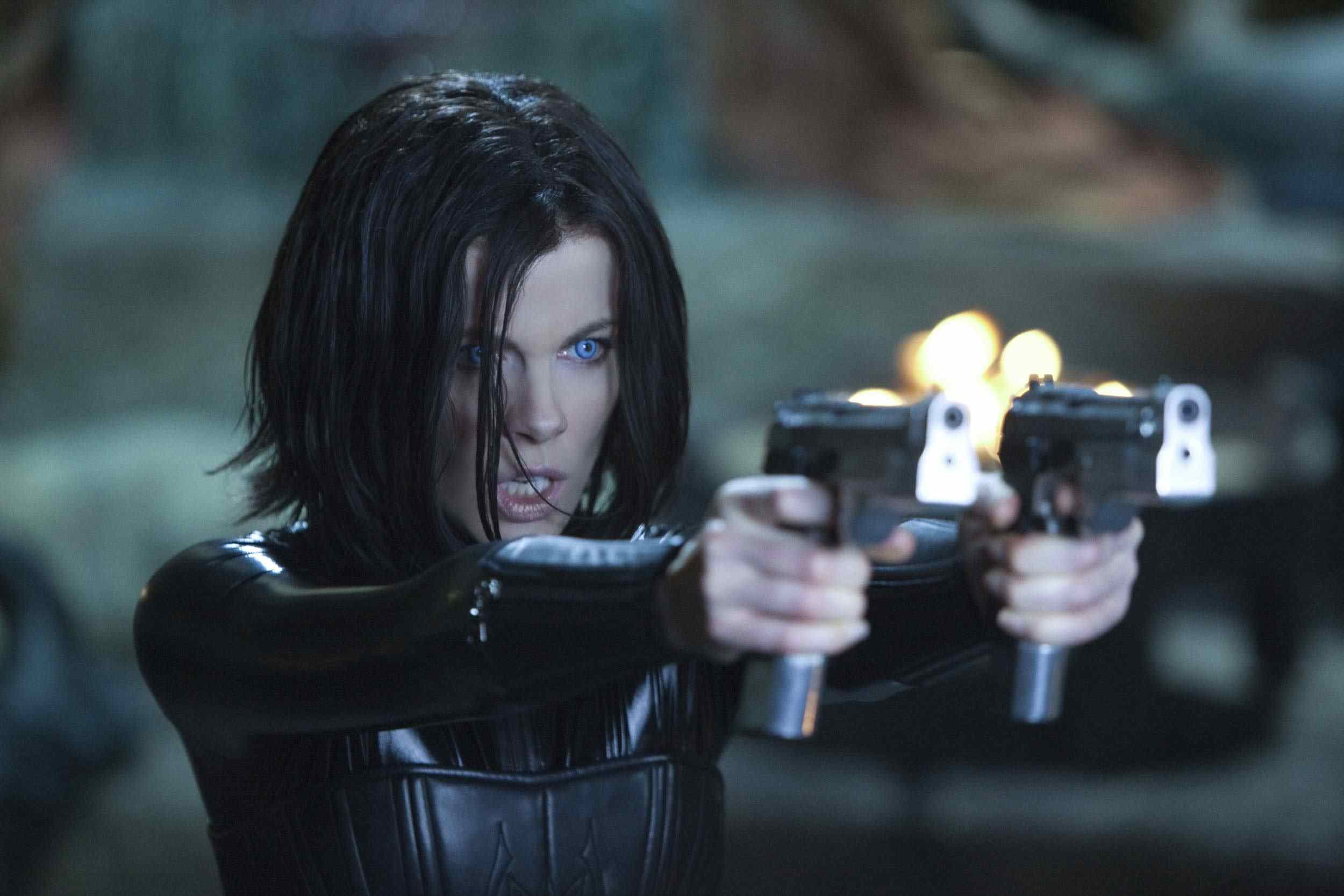 Selen (Kate Beckinsale) in Len Wiseman's Underworld.