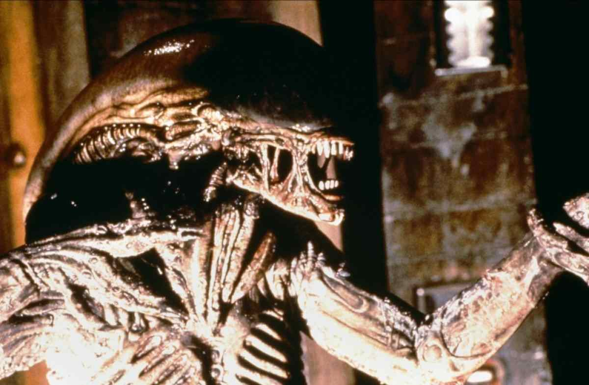 alien-3-xenomorph-light