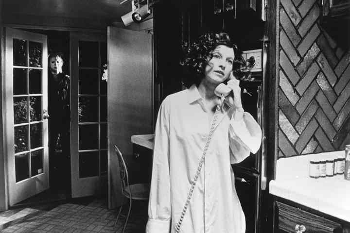 Annie on the phone in Halloween