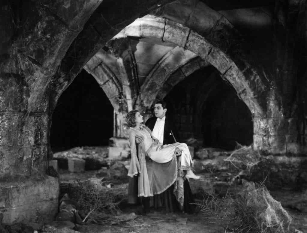 Dracula and Mina in the Abbey ruins