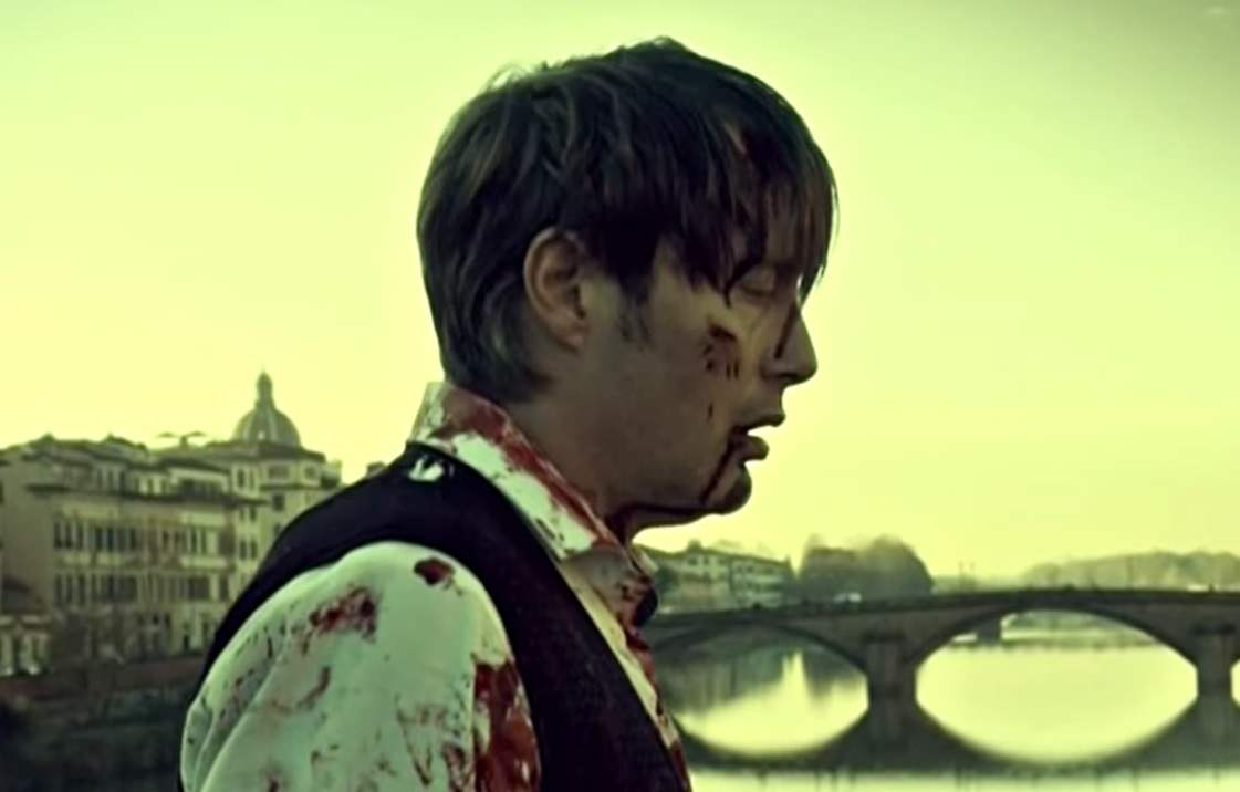 "A bloody Hannibal walks home at the beginning of the episode ""Dolce"" after his fight with Jack at the end of last episode."