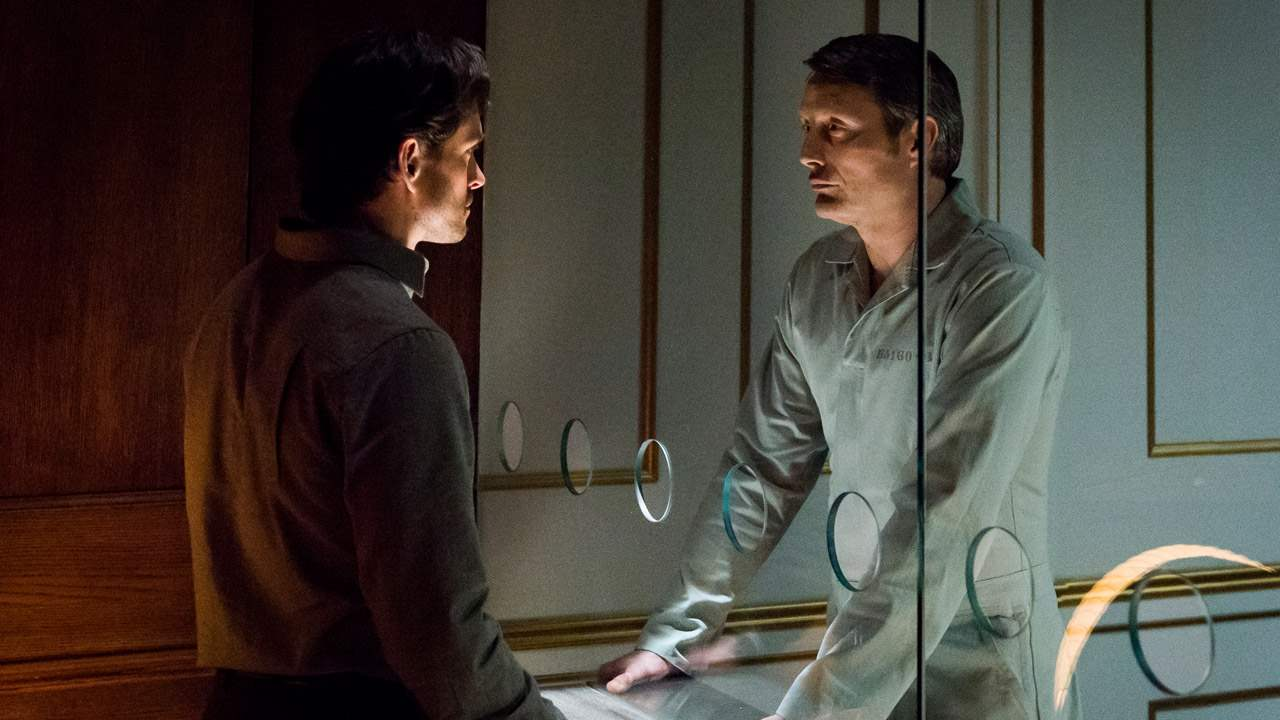 Will Graham and Hannibal Lecter discuss The Great Red Dragon through the glass of his cell.