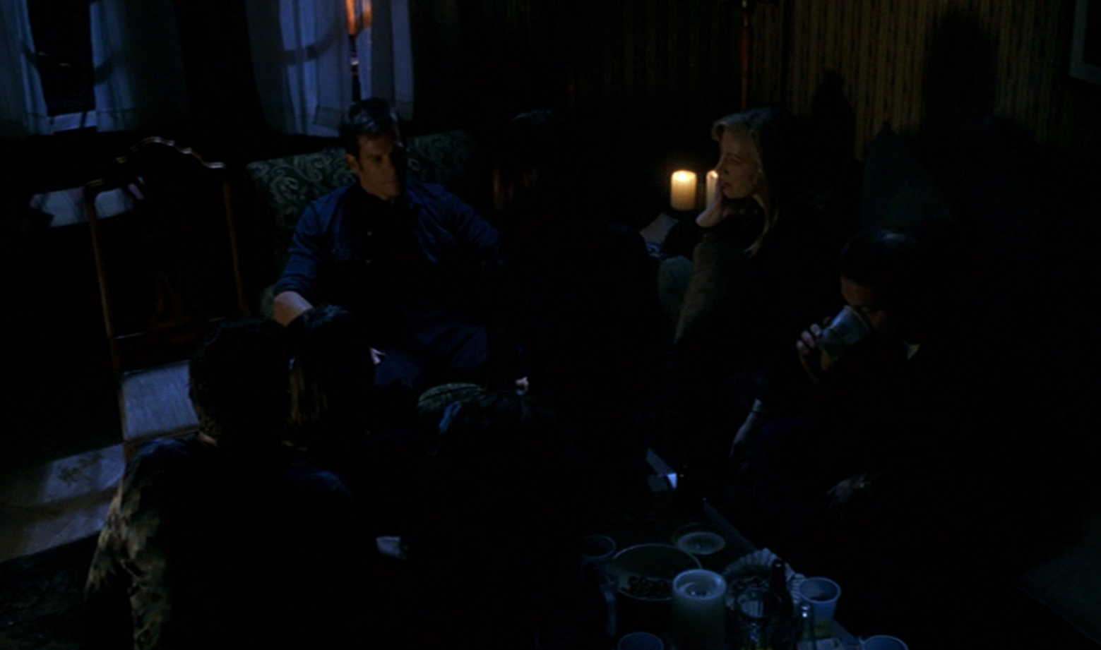 overhead shot of the room during the hypnosis scene in Stir of Echoes