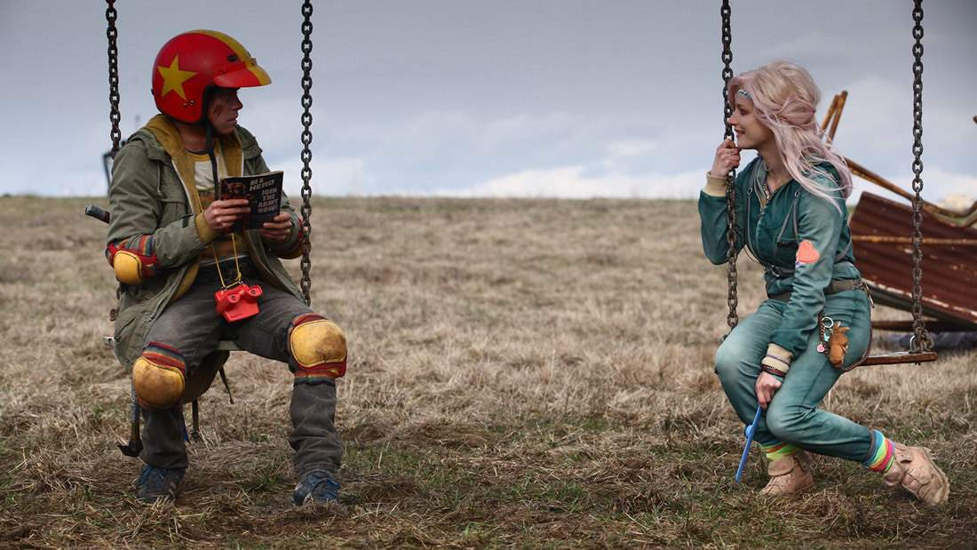 Munro Chambers and Laurence Leboeuf in Turbo Kid