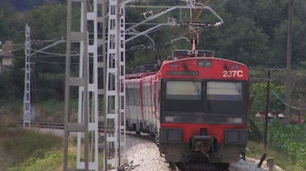 A unnamed man died by selfie as he took a snap on top of a live train.