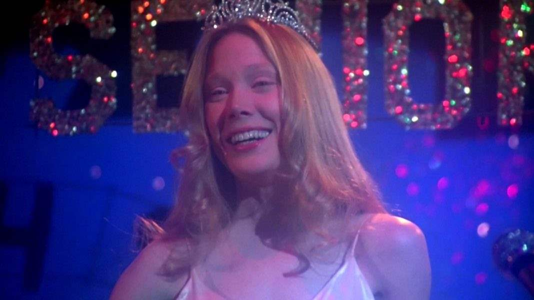 Carrie smiling as prom queen