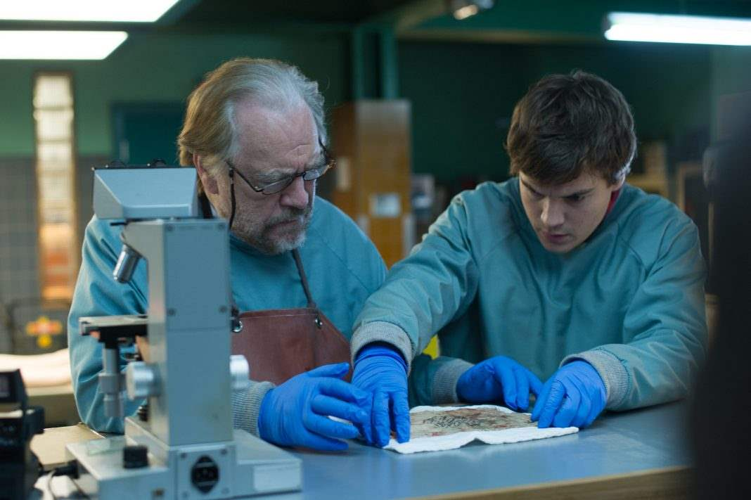 Emile Hirsch and Brian Cox in The Autopsy Of Jane Doe