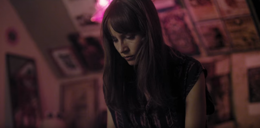 Dead Awake Jocelin Donahue bedroom