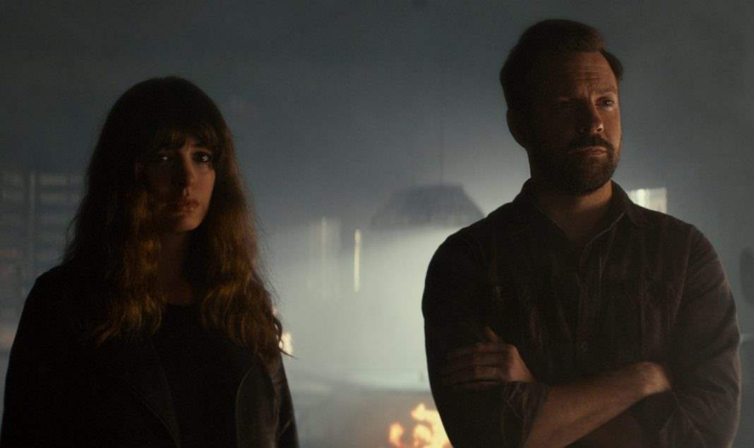 Jason Sudeikis and Anne Hathaway in Colossal 2