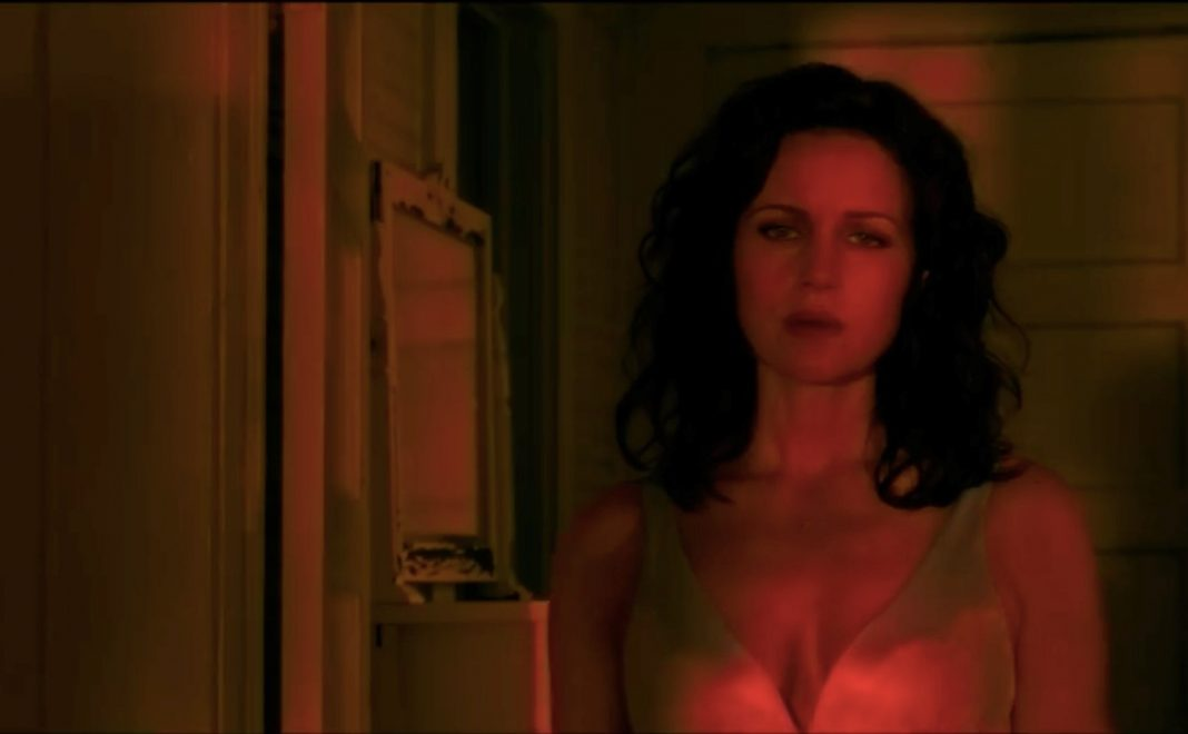 Jessie approaching her younger self in Gerald's Game