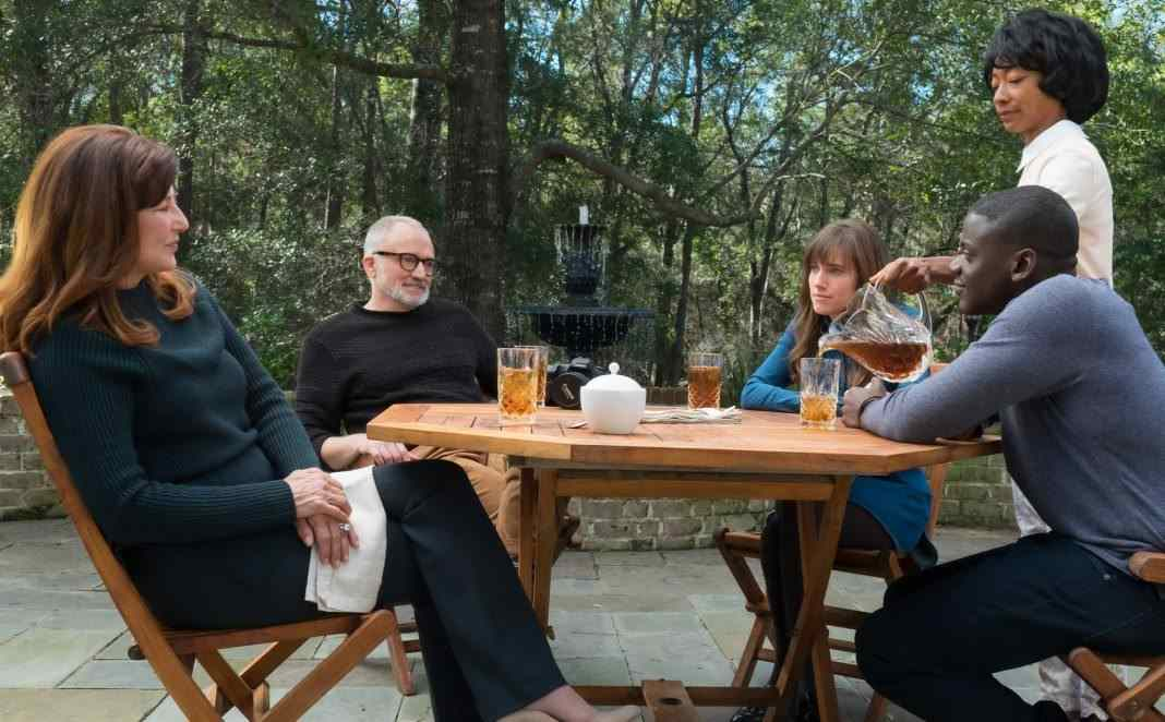 Alison Williams, Daniel Kaluuya and Richard Jenkins in Get Out