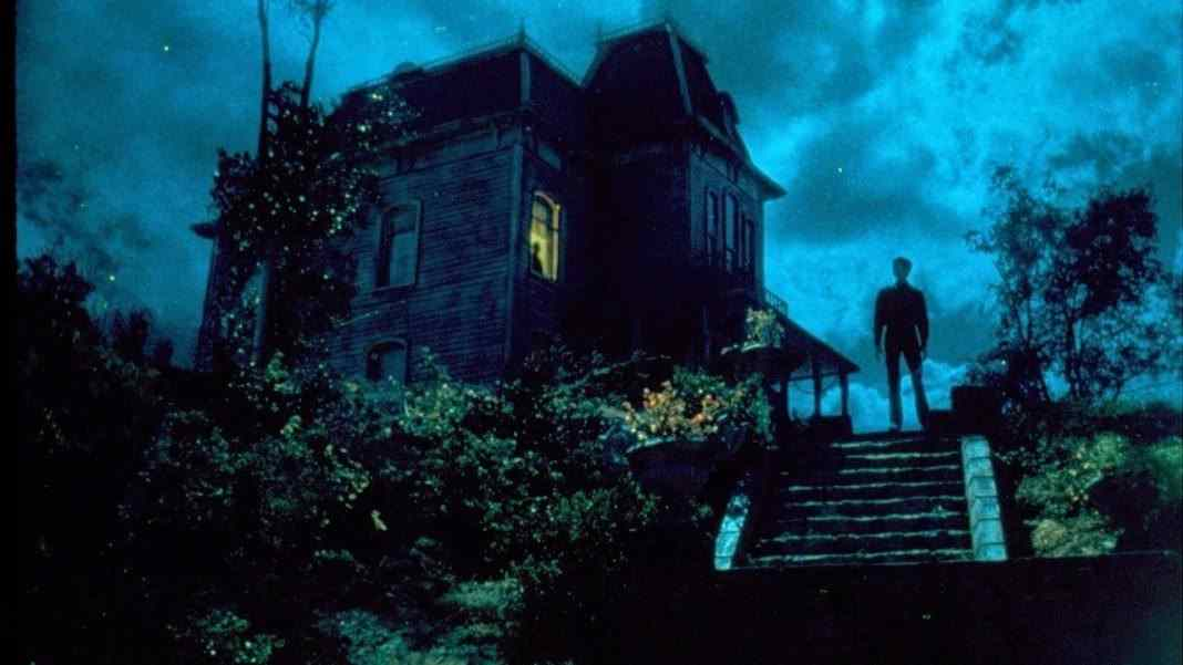 Norman Bates comes home again in the tense sequel PSYCHO II, written by Damn Dirty Geeks podcast guest Tom Holland.